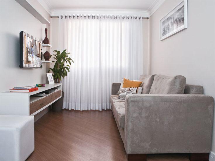 Prateleiras de canto, como possibilidade para disfarçar o cano da instalação do ar condicionado na sala.