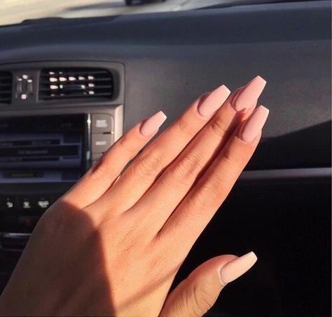 Razones para hacer del nude tu color favorito de uñas