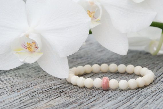 White coral bracelet Feminine bracelet Pink ceramic bead Gemstone stacking bracelet Wedding jewelry Bridesmaid bracelet White bridal jewelry / Bridal White Stone Bracelet / Ocean nautical beach inspired summer spring / Romantic jewelry / Romantic look jewellery / Romantic bracelet ________________________________________  This simple yet eye catching White Coral Bracelet is one of our favourite pieces. Created from white coral beads and finished with a beautiful pink ceramic bead,It is…