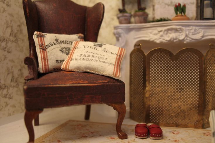 free cushion kit tutorial from Annie at www.weloveminiatures.com
