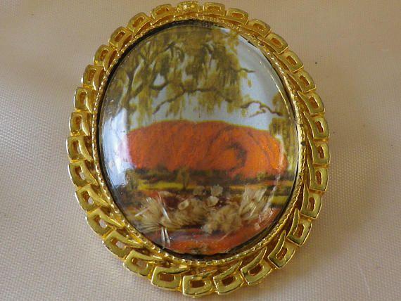 Vintage Australian Gold Tone Ayres Rock Souvenir Brooch