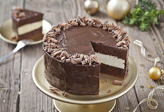 Chocoladetaart met vulling van witte chocolade