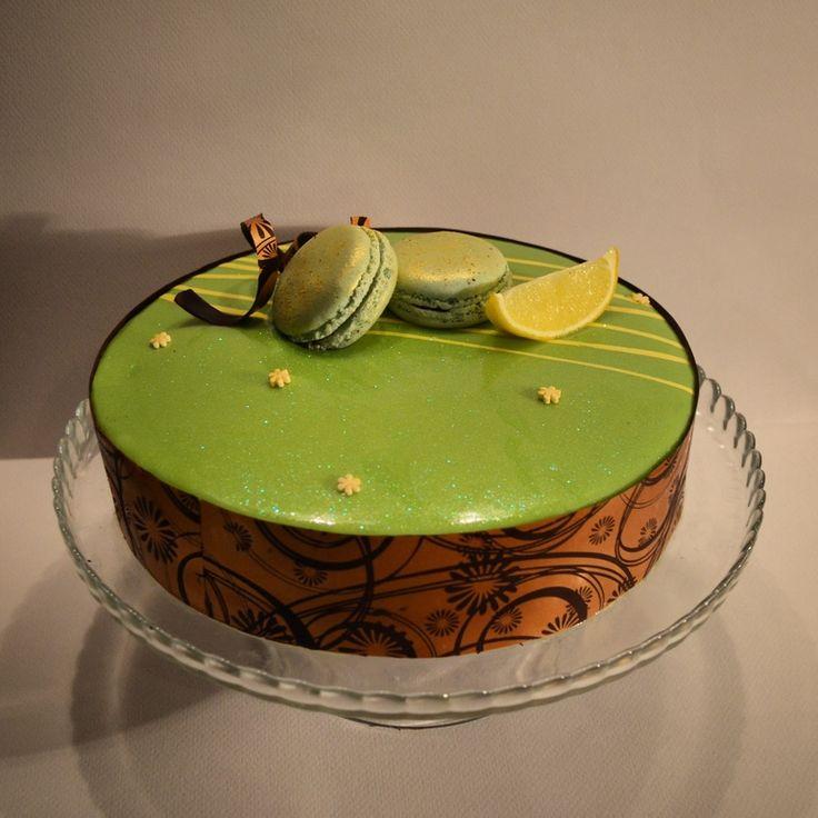 ...  гармоничный и сбалансированый, мусс и прослойка нейтрализуют сладость бисквита и карамели, а те в свою очередь придают торт приятную мясистость и тягучесть. Чистый восторг. Рекомендую! Рецепт http://maria-selyanina.livejournal.com/267992.html , автор рецепта великий Ханс Овандо . Не для новичков, рецепт написан сухо, готовить не быстро. Хотя я делала за несколько дней и с дитем на руках ...