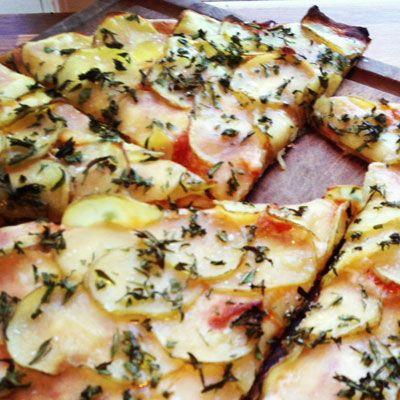 Min lokale pizzapusher har gjort mig nærmest afhængig af kartoffelpizza. For det er helt utroligt, at noget så enkelt kan smage så godt!