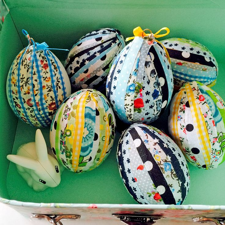 No Sew Patchwork Fabric Easter Eggs | Pillar Box Blue - Highlighted on #HomeMattersParty 77