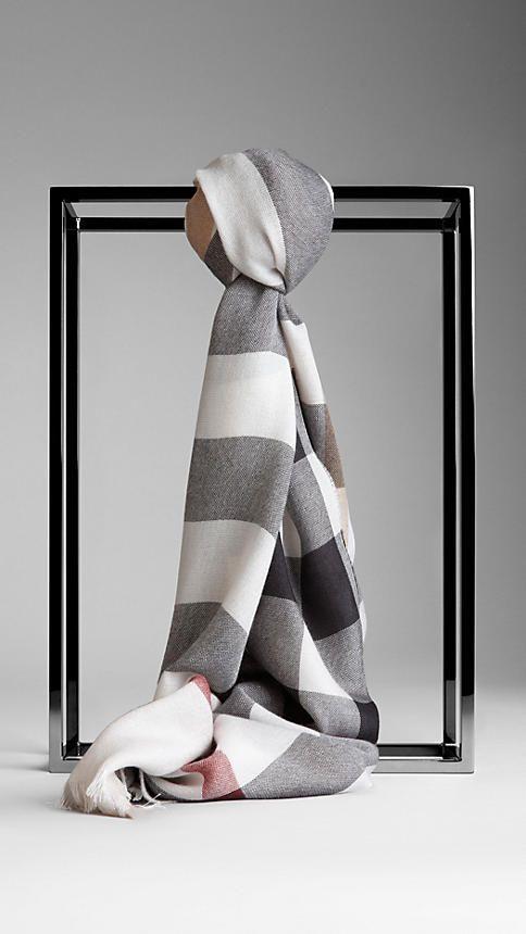 Burberry blend scarf