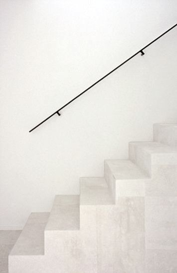 Simple thin railing http://serruriermaisonslaffitte.lartisanpascher.com/ Stone stairs with thin black railing