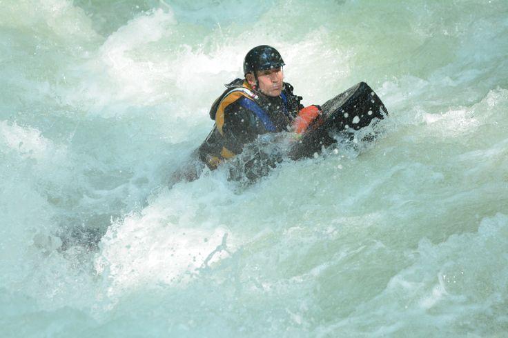 Il cuore batte forte, le rapide discendono tortuose, non c'è pericolo di cadere in acqua , ci sei gia'!! questo è l'HYDROSPEED!!