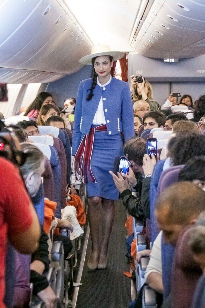 uego vendría el de los años '70, que estaba inspirado en el traje de huasa elegante. ¡En esa década las azafatas servían en los aviones hasta con el sombrero de huasa!