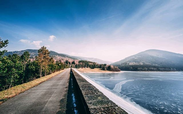 Hráz přehrady Morávka... . . . . #dam #prehrada #water #beskydy #hory #slavic #moravka #mountain #mountains #nature #vsco #500px #blue #clean #czech #frydekmistek #lovenature #love #sky #spring #landscape #home #from #ostrava #ostravacity #by #janjasiok