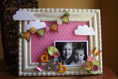 DIY Picture frame   http://groovebook.com/