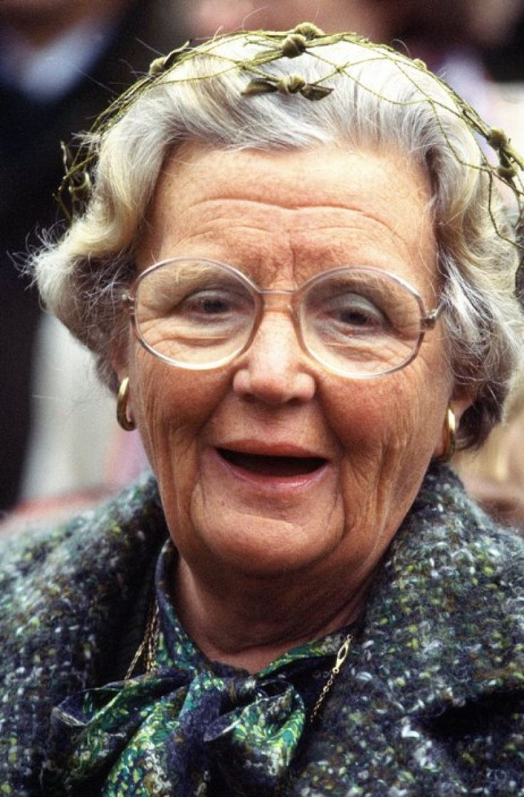"Koningin Juliana. (Queen Juliana, she was ""my"" queen. Like a posh mother of the country, interested in everyone, ELM)"