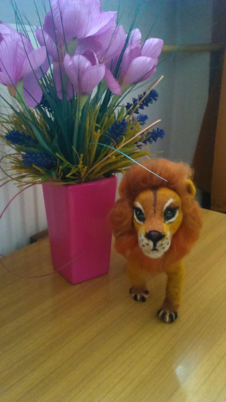 Needle felted lion by Alina Wodzińska