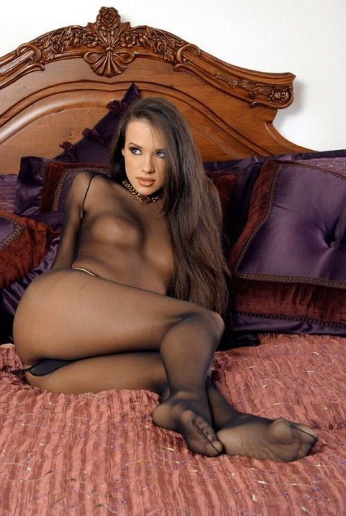 Tranny sluts wearing a pantyhose, listed by