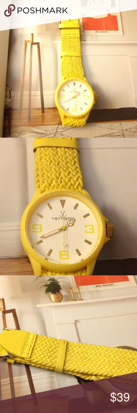 Toywatch Watch women's classic dial Yellow color with elastic strap made of cloth also the strap , is juts the watch no box Toywatch Accessories Watches