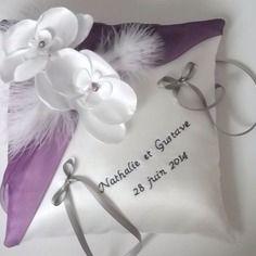 Coussin porte alliances personnalisé,mariage, blanc(ou ivoire) et violet
