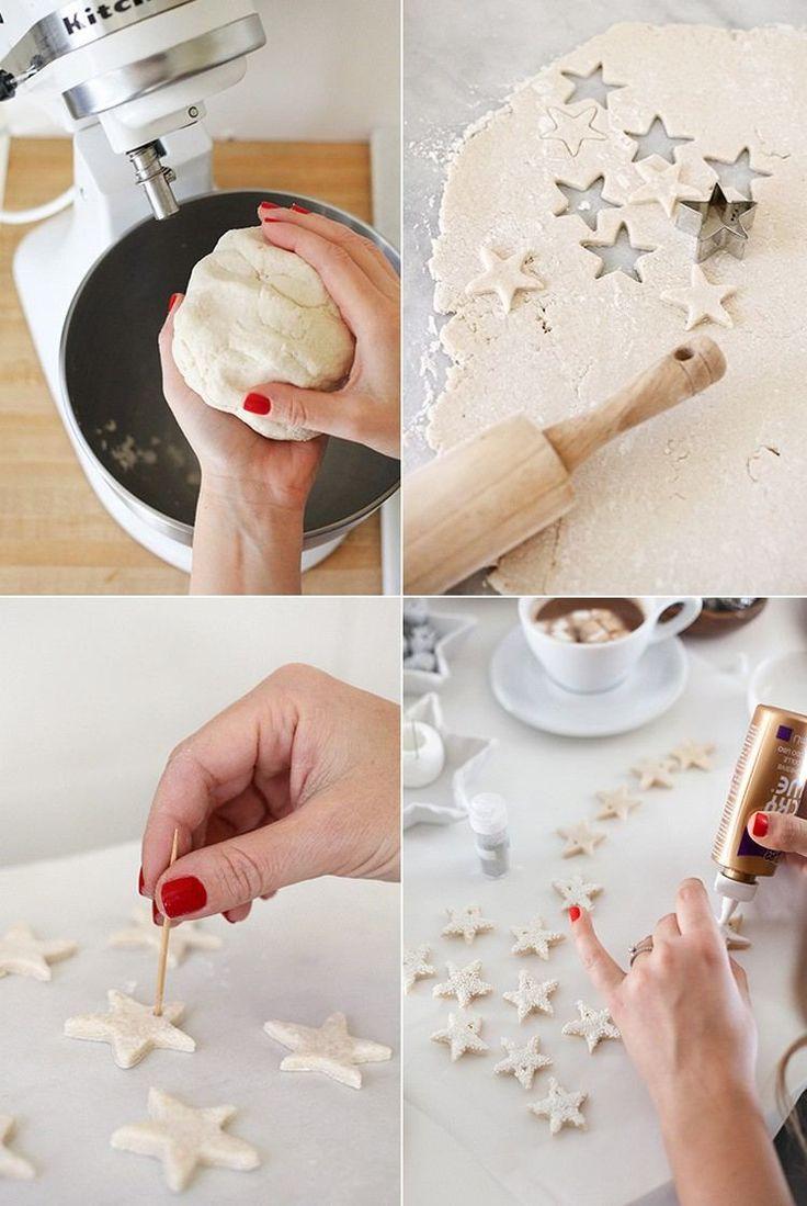préparez de la pâte à sel, étalez-la et découpez de petites étoiles