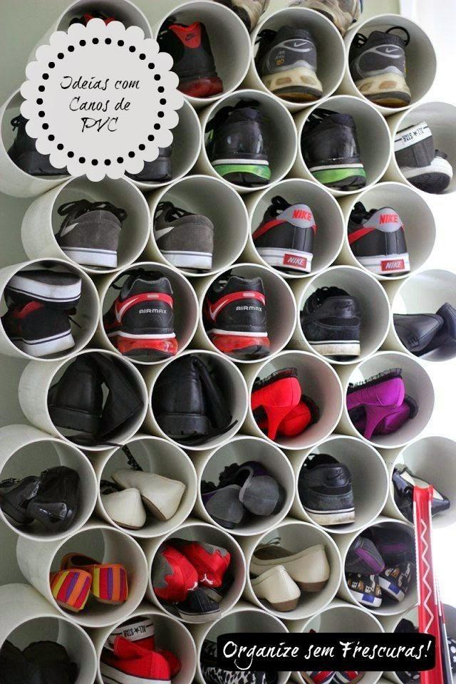 Guarda sapatos - carte um cano de pvc de 100 ou 150mm no tamanho dos calçados e fixe na parede para ter um lindo sapatário