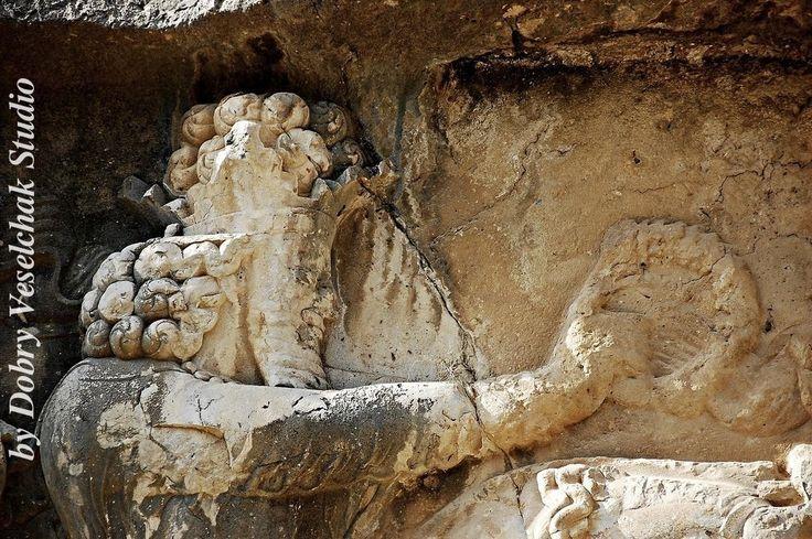 Барельефы восхваляют победы сасанидских царей. Танге Чоган