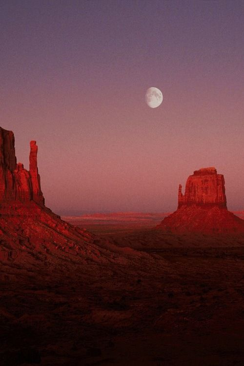 Monument Valley, Arizona - the most beautiful sunsets over land...
