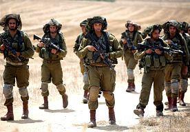 22-Jul-2014 7:55 - BESCHIETINGEN GAZA GAAN DOOR, KERRY WERKT AAN BESTAND. Israël heeft dinsdagochtend opnieuw tientallen doelwitten in de Gazastrook onder vuur genomen. Onder meer vijf moskeeën, een stadion en het huis van een overleden Hamas-leider werden bestookt, zei een woordvoerder van de politie in Gaza.