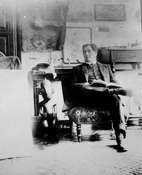 Guillaume Apollinaire dans l'atelier de Picasso, 11 boulevard de Clichy à Paris, photographie prise par Picasso, 1910