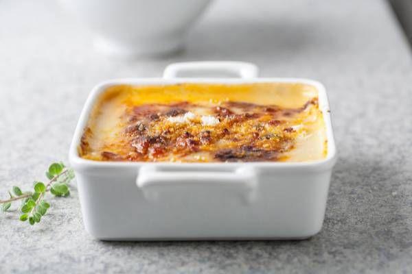La nostra ricetta di lasagne alla bolognese, si prepara più velocemente grazie al ragù pronto, reso più profumato con le erbe aromatiche! #star #ricette #lasagna