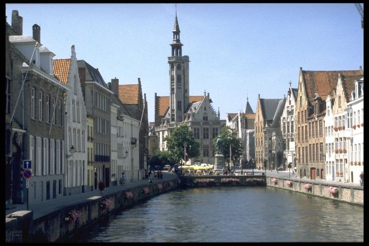 Bruges canal picture by day