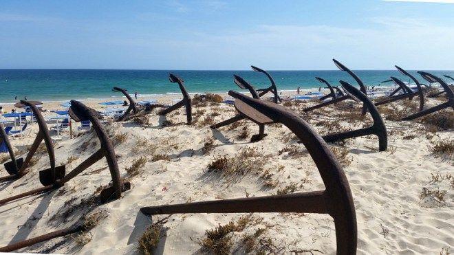 Praia do Barril em Tavira, Região do Algarve, vestigios da pesca do atum-Portugal