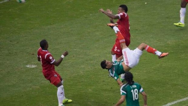 Soccer México Octovver 12, 2013 soccer  Raúl Jiménez marcó un golazo que vale 900 millones de dólares