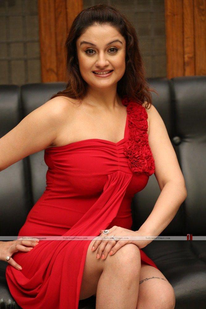 Sonia Agarwal New Stills :-  Click here for more photos:- http://www.tollywoodtimes.com/en/album/fullphoto/l0tyhk0hos/64431
