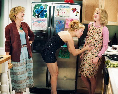 Still of Joan Cusack, Kate Hudson and Felicity Huffman in Raising Helen