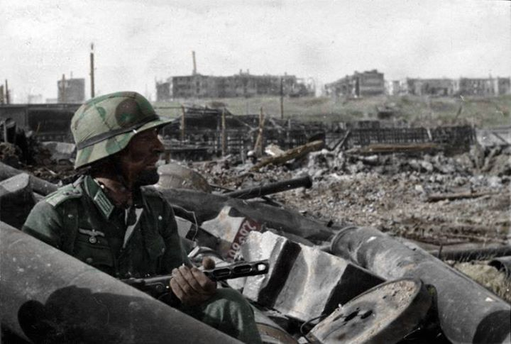 October 1942: A German Oberleutnant (1st Lieutenant) with a Soviet PPSh-41 submachine gun in Barrikady factory rubble.