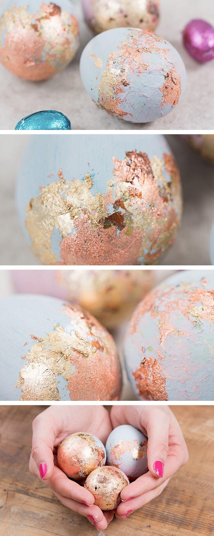 Uova decorate in colori pastello con foglia oro: decorazioni semplici e raffinate per Pasqua - http://it.dawanda.com/tutorial-fai-da-te/idee-creative/decorare-uova-pasquali-foglia-oro-vernice-acrilica