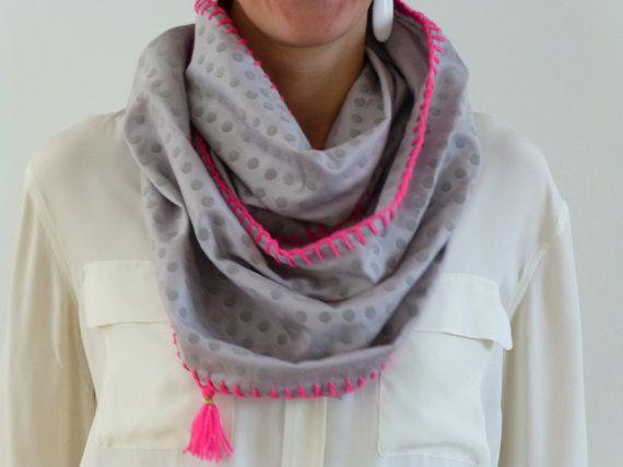 Infinity sjaal - gestipt grijs katoen met neon roze