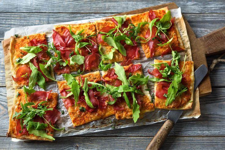 Thin-Crisp Rauchfleisch-Pizza Rezept | HelloFresh