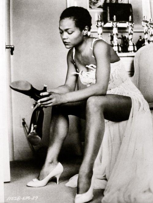 Eartha Kitt. Giving you life, fabulousness and fierceness without even having to look you in the eye. Bow.: Photos, Earthakitt, Vintage, Beautiful, Eartha Kitt, Beauty, Black History, Kitt 1958, Black Women