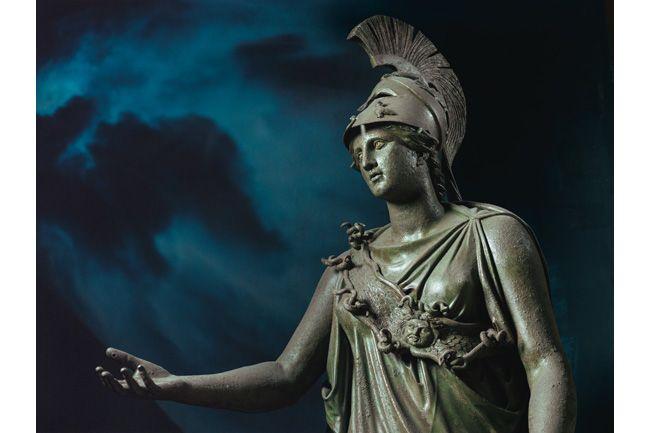 古代ギリシャの人々は、神々が世界の万物に力を及ぼすと考えていた。死後の平安を願う人々は、やがて神秘主義的な信仰に救いを求めるようになった。