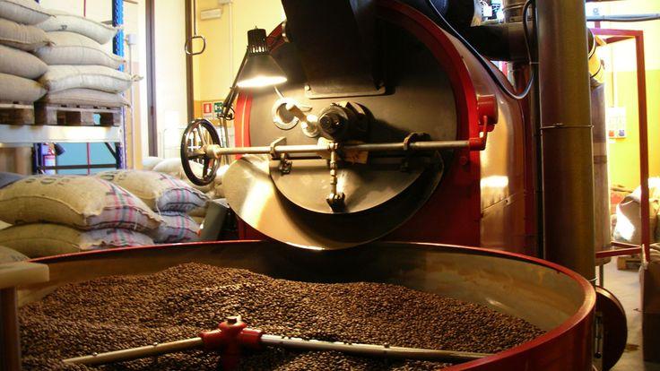 """""""...Per prima cosa preparò  il #caffè, altrimenti non ce l'avrebbe fatta a fare tutto il resto..."""" http://www.linoscoffee.com/ita/miglior-caffe-in-grani/vendita-caffe-in-grani-online.html"""
