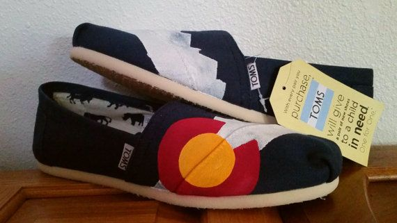 Mountain Classic Hand Painted Colorado Flag TOMS von CustomColorado