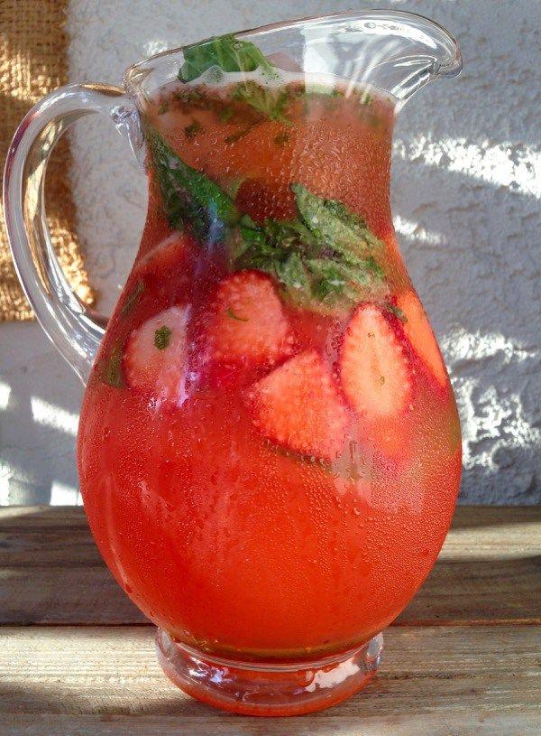 Strawberry Basil Lemonade RecipeStrawberry Basil Lemonade Recipe-I swear this is the best strawberry basil lemonade you ever had and you'll want to drink the entire pitcher. | CiaoFlorentina.com