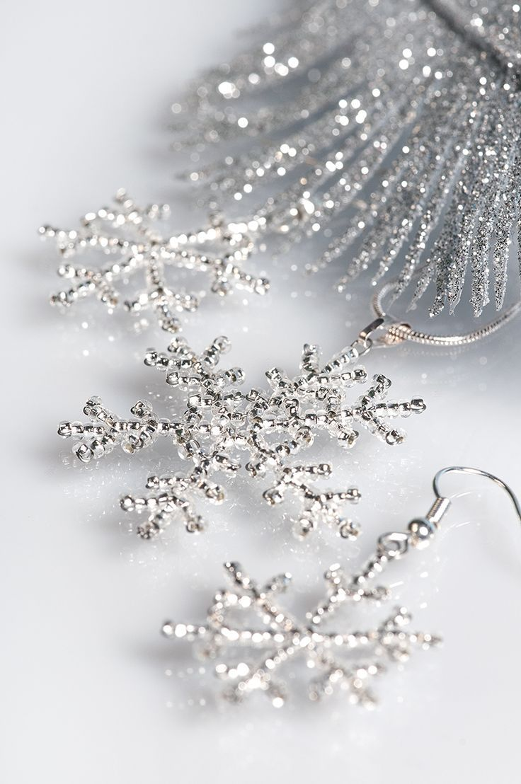 Fragile beauty of the snowflakes can be reproduced by Czech crystal silver lined seed beads.These small snow beauties will adorn your evening dress, following this tutorial you can create jewelry set – earrings and pendant. You can use this beading pattern for Christmas tree decoration, why not? Changingsize and finish [...]