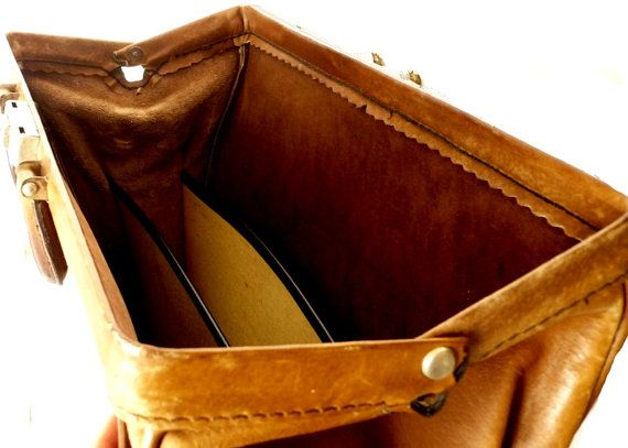 Vintage brown leather briefcase / doctor bag by MadameChicvintage