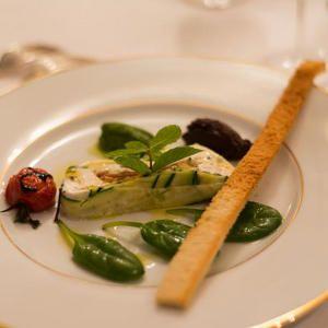 45% korting! Op een magnifieke locatie tussen torenhoge krijtrotsen, vlak aan de zee en langs het natuurgebied Hables d'Ault. Laat je verrassen door de prachtige omgeving van Picardië én door het chique hotel Villa Aultia***. Geniet met volle teugen van dit authentieke, stijlvolle hotel en smul van het menu in het 1838 Victor Hugo Restaurant. #onlinedeals #deal #food #healthy #yummie