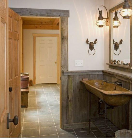 rustikale Holzwand-selber bauen Europaletten Badezimmer