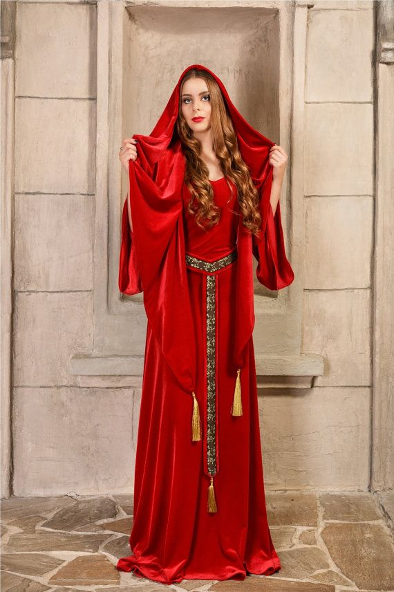 Melisandre, Red Priestess  - A luxurious Game of Thrones reproduction made of bright red velvet