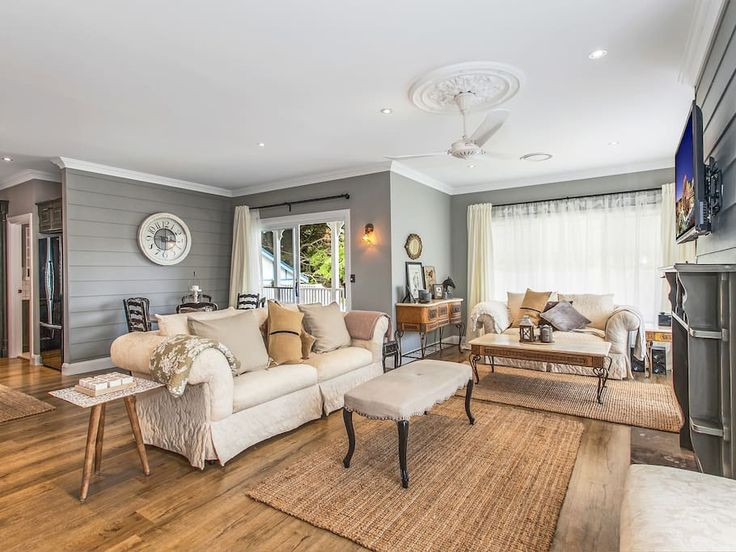 in Robertson, AU. My place is close to all Southern Highland attractions as well as the South Coast of NSW. The house is perfectly positioned for any events at The Robertson Hotel otherwise known as the Fountaindale Grand Manor and is located within walking dista...