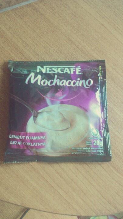 pait, ada rasa coklat sm susu sedikit dan aromanya enak dgn busa2. tp Nescafe Mochaccino ini bukan favorit aku deh...
