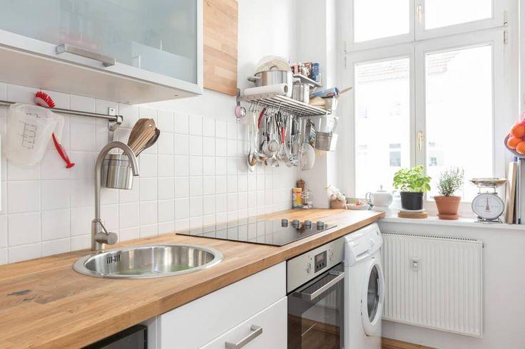 wundersch ne helle k che mit waschmaschine gro em fenster. Black Bedroom Furniture Sets. Home Design Ideas