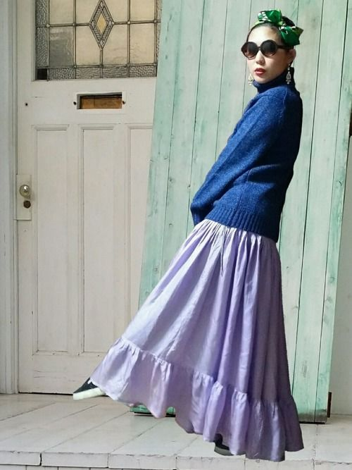 タートルネックニットは ブルー × チャコール の2色のミックスカラー ウールが半分以上入ってて暖か